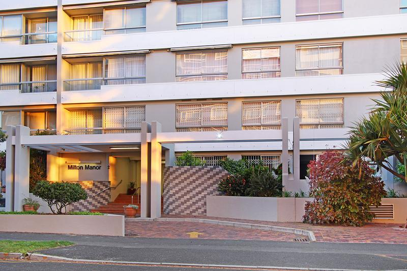Property For Sale in Sea Point, Cape Town 8