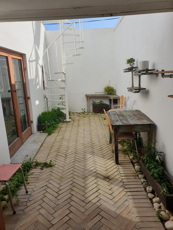Property For Sale in Gardens, Cape Town 11